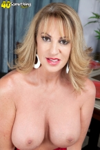 Annette craves to observe u jack off