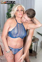 Payton screws her son's friend