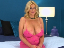 Tahnee Taylor talks about her tits